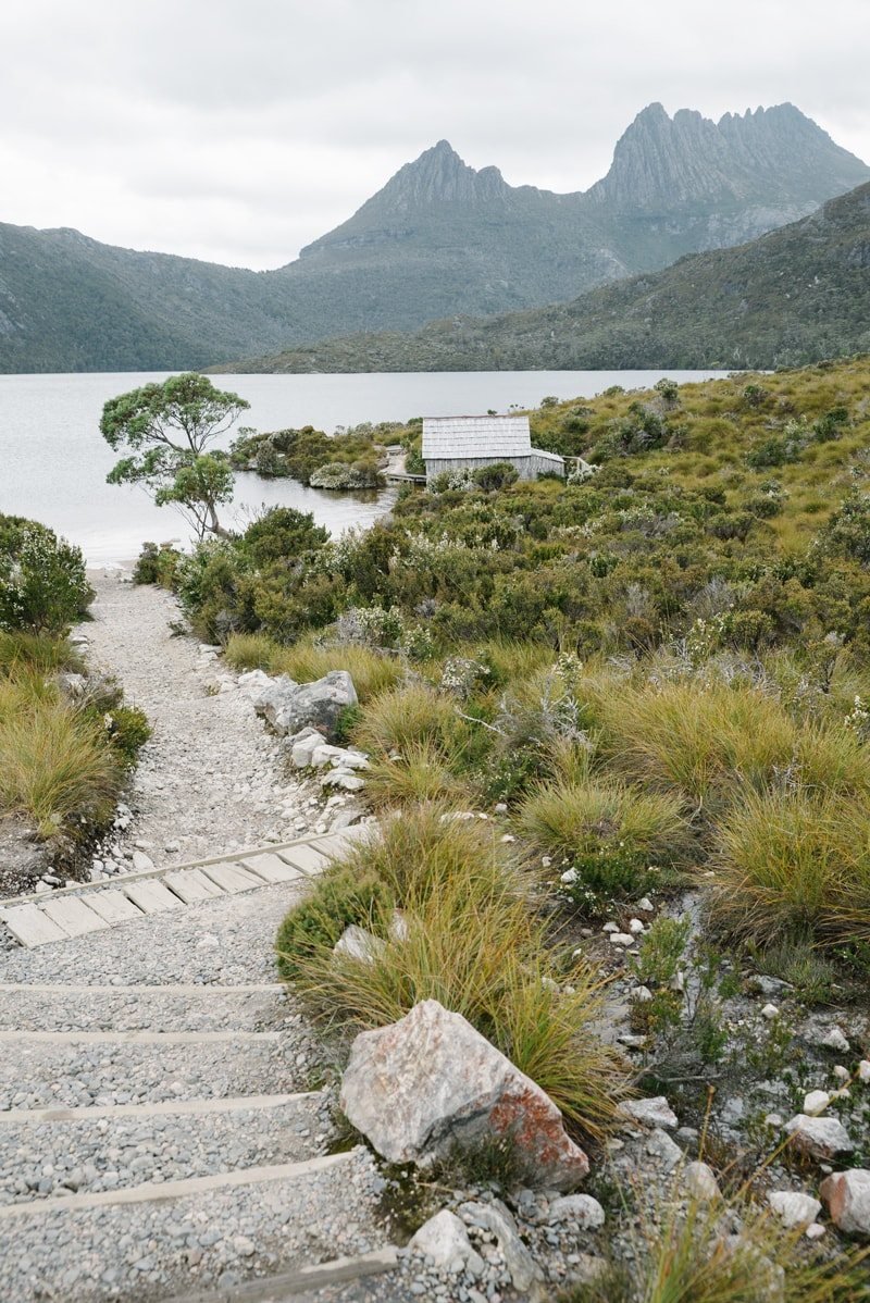 The walking trail around Dove Lake in Cradle Mountain.